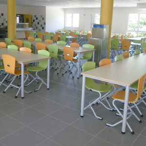 M149 TABLES IVRY & M313 CHAISES TRIANGOLO