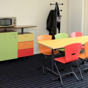 M408 TABLE RABATTABLE PLAK, M313 CHAISES TRIANGOLO & M389 BUFFET SWEETEEN