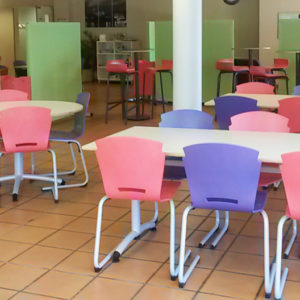 M341 TABLES SULLY, M313 CHAISES TRIANGOLO & M429 CLAUSTRAS INSONORISES OFF - GILSON